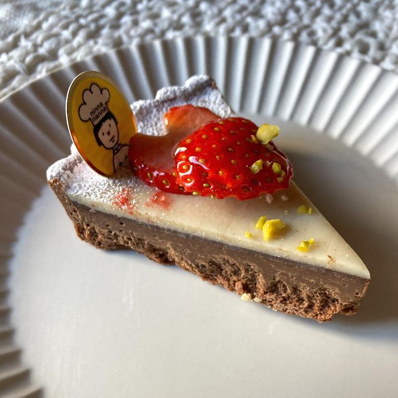 たっぷり苺のチョコレートタルト